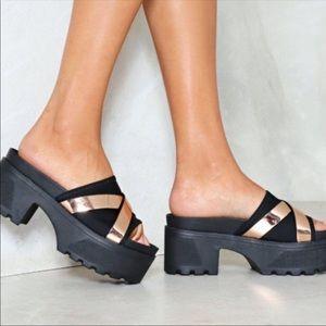 Nasty Gal Goldrush black&Gold platform sandals 8.5